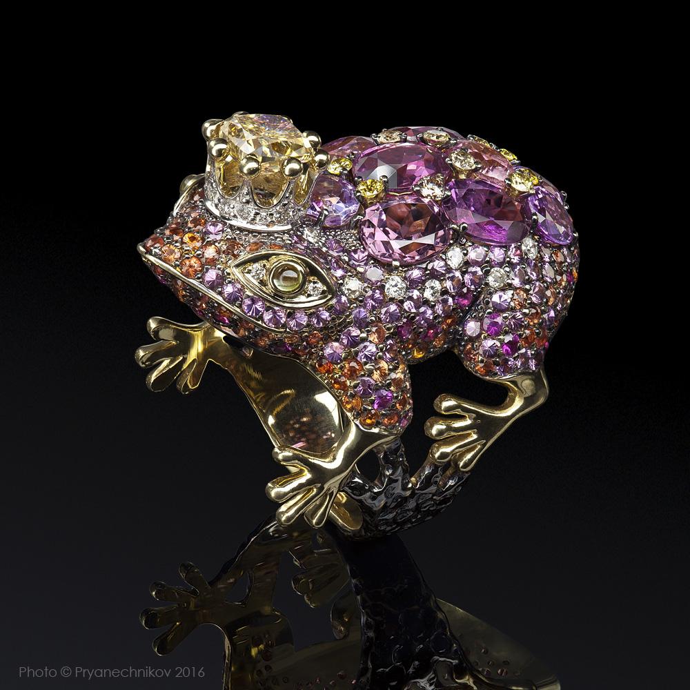Pryanechnikov, Photographer of high jewellery, precious gems and watches.